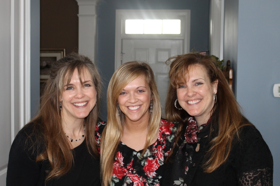 Mindy with niece Kayla and sister Missy