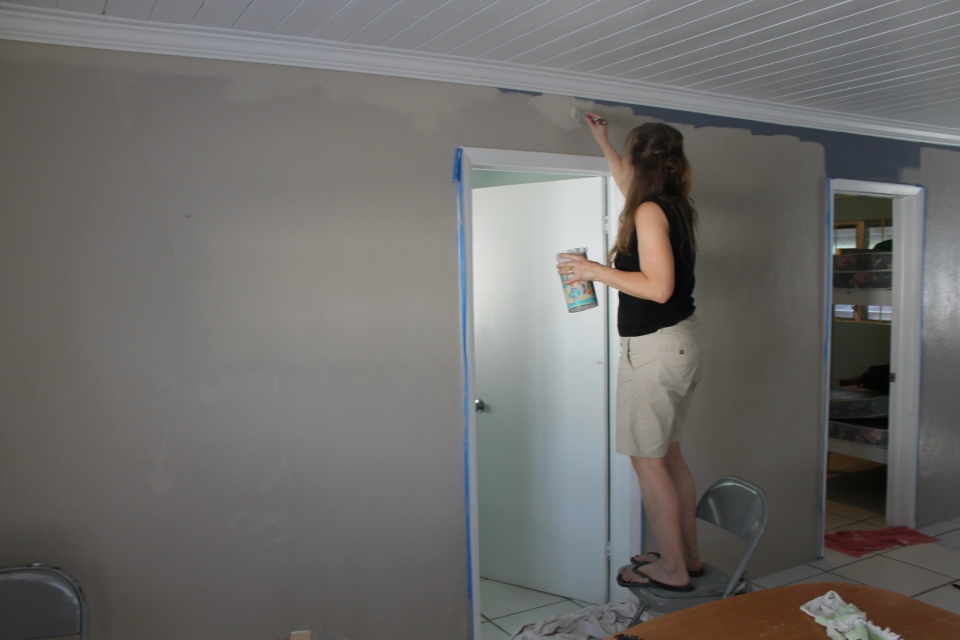 On Sunday (1/27), after church and a quick bite of lunch at the loft, we worked to get the living area of the house painted so we could move in that afternoon.  We did it.  We got it painted and cleaned up enough to move in that evening.