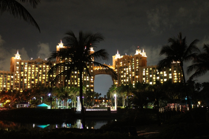 After dinner, we walked behind the Atlantis Hotel to see the ocean.  I was able to get this beautiful photo of the building from behind.