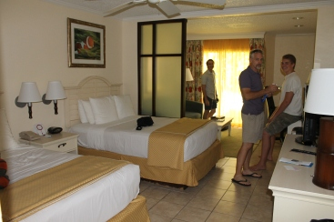For our weekend getaway, we stayed at the Comfort Suites on Paradise Island, right next to the Atlantis Hotel.