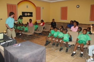 Eric (Program Director at the ALCentre) teaching the planetarium program to a group of Bahamian school children.